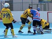 Betonova All Stars vyhrála oba zápasy v Českých Budějovicích a vyrovnala stav semifinále II. NHbL. Finalistu určí sobotní pátý souboj na hřišti soupeře - v Suchdole nad Lužnicí.