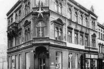 Kristinusův dům na rohu ulic U Černé věže a Hroznové v roce 1988.