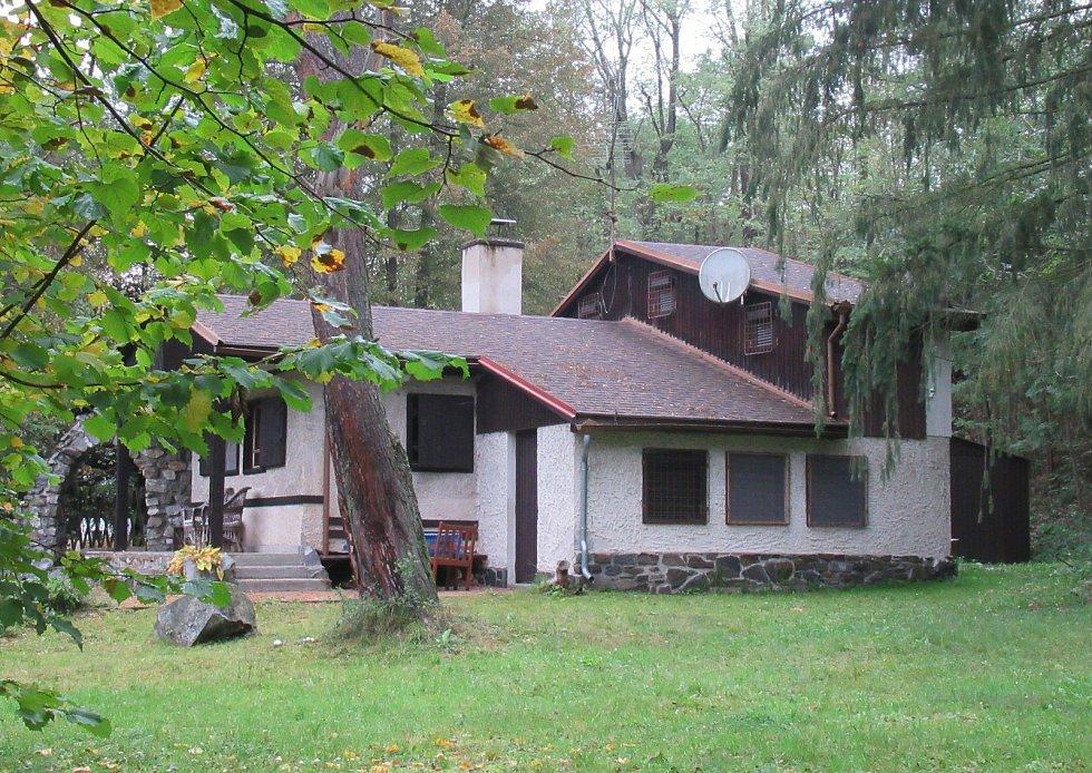 Chata v Plané nad Lužnicí, kam jezdíval Rudolf Hrušínský s rodinou odpočívat a věnovat se oblíbenému rybaření, vypadá jakoby se zde zastavil čas.