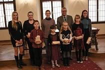 Ocenění talentů se uskutečnilo v obřadní síni českobudějovické radnice ve středu 15. listopadu. Dary předával náměstek primátora Jaromír Talíř.