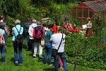 Zahradu u svého domu Jana Jungová navrhla podle svého citu, s ohledem k okolní přírodě, s cílem, aby tu s ní mohlo žít co nejvíce dalších živočichů.