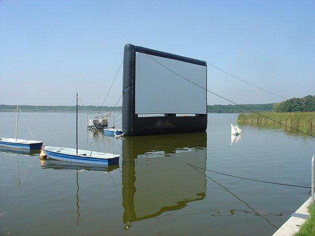 Anifilm v Třeboni zakončí v sobotu projekce snímků, které štáb pustí na plátno usazené na hladině rybníka Svět.