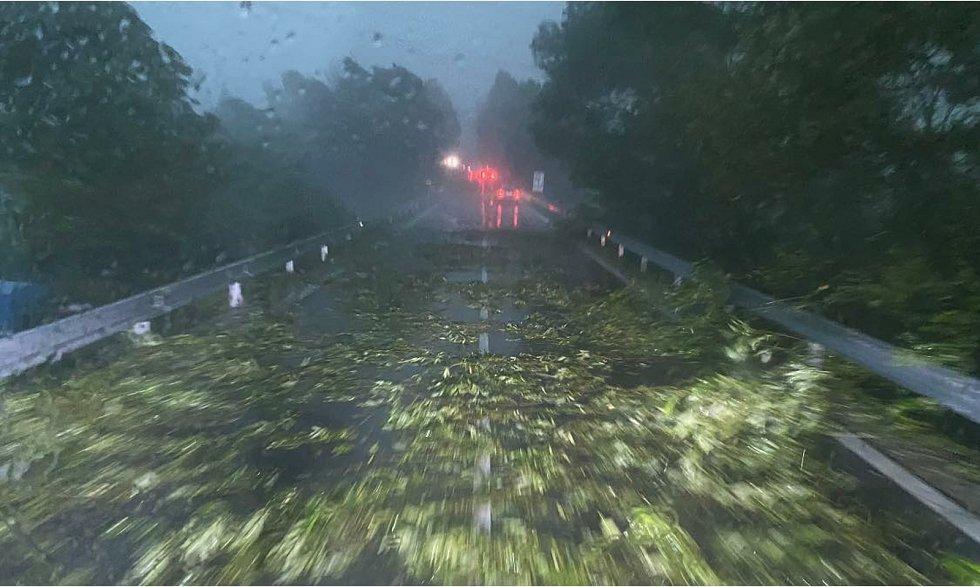 Při bouřce na konci června zasahovala i jednotka SDH Velešín.