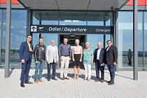 Předvolební debata Deníku na letišti v Plané. Debaty se účastnil také Martin Kuba (ODS), ale společného focení se z časových důvodů zúčastnit nemohl.