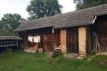 Osmdesátník Otta Bouček žije na své chalupě v části Dobrá Voda obce Horní Stropnice už několik desítek let.