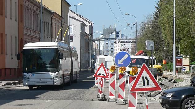 V Českých Budějovicích se letos promění několik křižovatek. Na snímku práce na křižovatce ulic Pekárenská - Jírovcova.