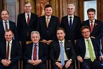 Hornorakouská vláda na rodinném snímku.
