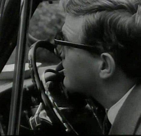 Zánovní fiat a za volantem Jan Kačer. Majitel se tenkrát osvůj vůz hodně strachoval.