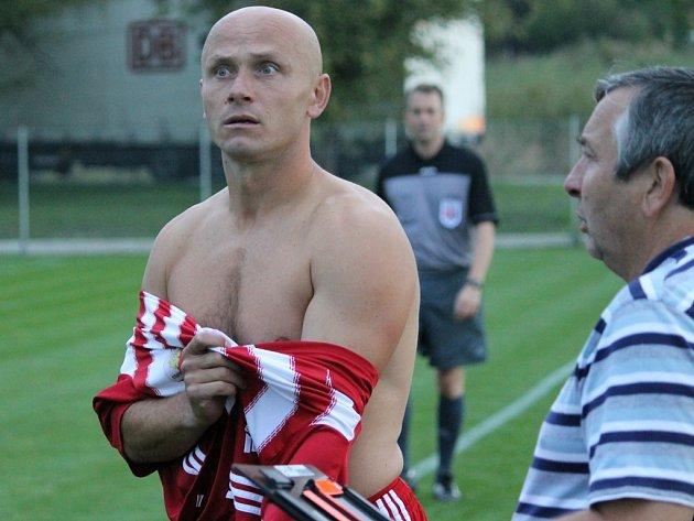 Zdeněk Hrdina si v Temelíně vinou zranění zvyká na roli kouče.
