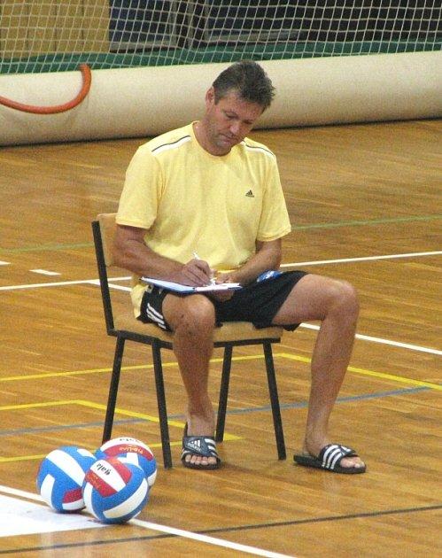 Posledních pár dní má na přípravu svého týmu před sobotním startem extraligy trenér Petr Brom