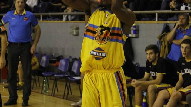 ROZEHRÁVAČ Terrell Lipkins podal dobrý výkon, na výhru to však nestačilo. Jindřichohradečtí Lvi podlehli Děčínu 74:83.