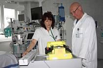 Primář anesteziologicko resuscitačního oddělení českobudějovické nemocnice Bohuslav Kuta i vrchní sestra Jana Štěpánová mají v práci největší radost ze spokojených pacientů.
