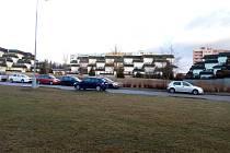 Nové parkoviště nechtějí mít přímo pod okny obyvatelé bytů na okraji českobudějovického sídliště Máj.