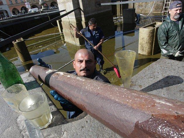 Kašna si prošla tradiční jarní očistou.