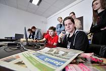 Do českobudějovické redakce Deníku přišli studenti z talent akademie, aby si vyzkoušeli, jak se píšou noviny.