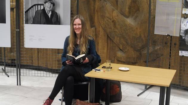 V rámci projektu Spisovatelé do knihoven jste mohli v Jihočeské vědecké knihovně v Českých Budějovicích navštívit autorské čtení Ivany Myškové, nominované na cenu Magnesia Litera, která se bude udělovat 4. dubna.