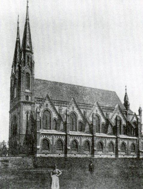Židovskou synagogu postavenou vnovogotickém stylu vroce 1888nechali vroce 1942nacisté nemilosrdně zbourat.