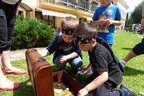 Senioři z Horní Stropnice oslavili den děti s místními dětmi. Proměnili se v piráty.