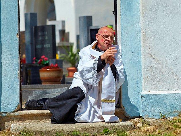 Ve filmu si zahrál ipištínský kostel.
