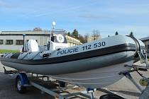 Nový policejní člun začne během léta brázdit hladinu Hněvkovické přehrady.