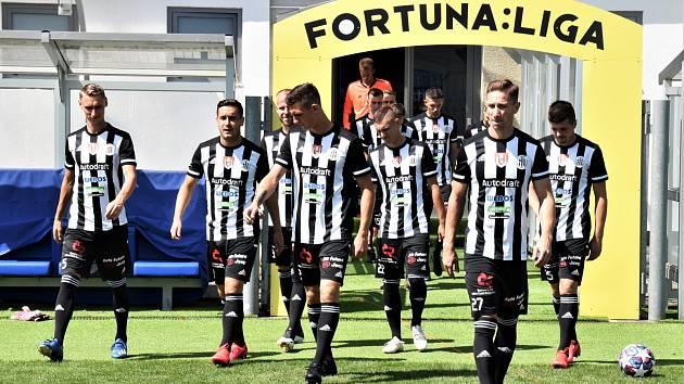 Fotbalisté Dynama vstoupí do ligy v neděli doma proti Slavii.
