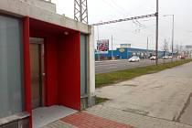 K cestě na hřbitov sv. Otýlie v Českých Budějovicích lze použít výtah, na který město získalo dotaci. Nový povrch dostaly chodníky.