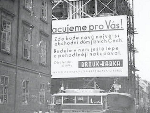 Stavba obchodního domu Brouk a Babka.
