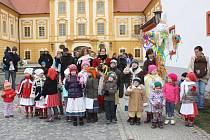 Den plný velikonočních inspirací si v sobotu v místním klášteře užili Borovanští. Vystoupil Borovanský Malý furiant, děti si zkusily svou zručnost v tvořivé dílně a všichni společně vynesli Moranu do řeky.