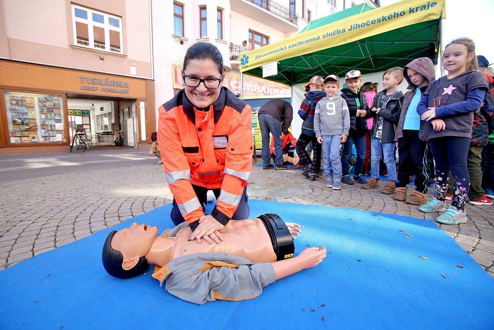 Světový den záchrany života - Lannova třída - masáž srdce