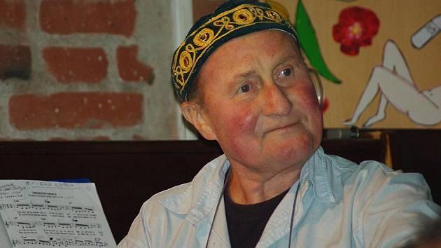 Ve věku 69 let zemřel českobudějovický lékař a divadelník Jaroslav Peterka.