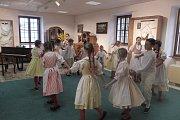 Velikonoční dílničky v Lišově každý rok navštíví mnoho zájemců o pěknou výzdobu.