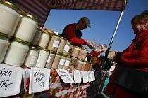 Framářské trhy na náplavce u Dlouhého mostu v Českých Budějovicích se poprvé uskutečnily ve středu 30. března. Nabízely maso, masné výrobky, sýry, vejce, koření, zeleninu i ovocné stromky.