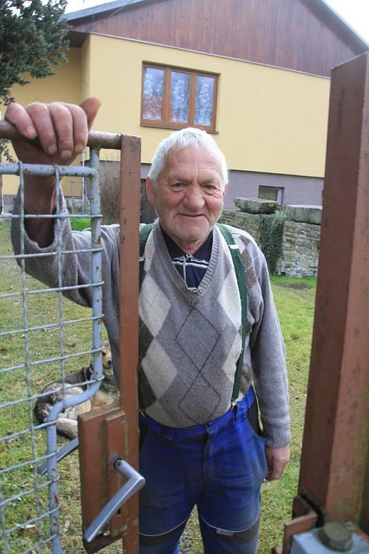 František Píšek ze Světlíku, který vozil filmařům techniku pásákem.