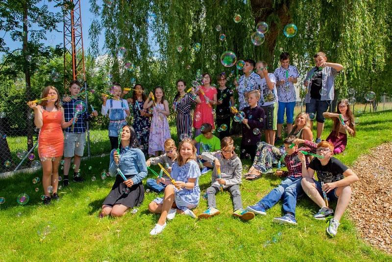 Děti ze ZŠ v Boršově nad Vltavou už si mohou užívat prázdniny.