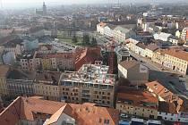 Běžci si budou moci užít výhled ze střechy nejvyšší budovy v Českých Budějovicích.