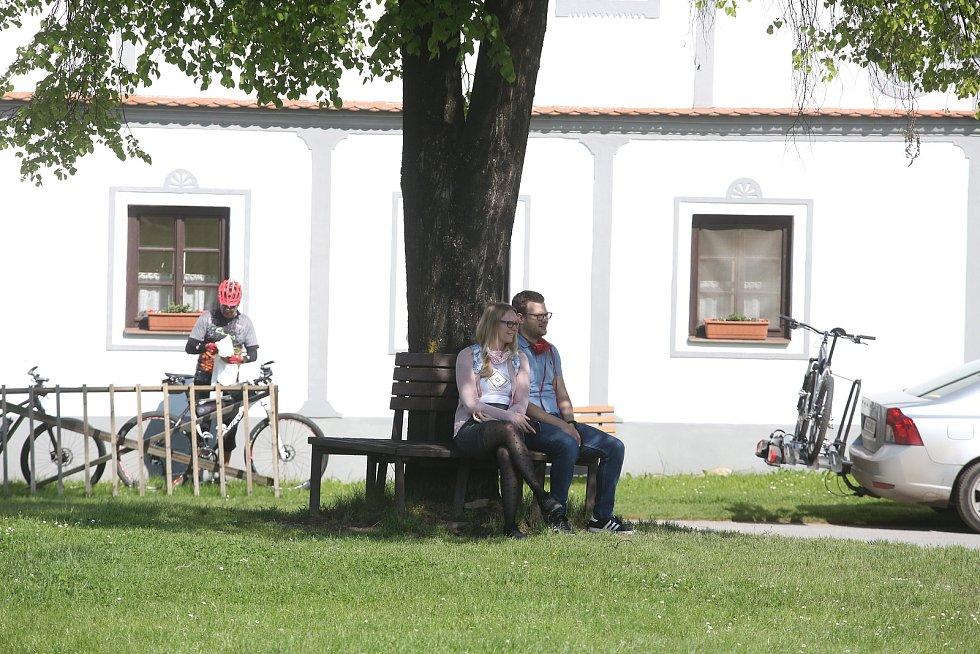Holašovice turisté neopustili.  O víkendu sem jezdí rodiny s dětmi i cyklisté. Místní podniky ale přesto čekají pokles třeb až na 30 procent oproti loňskému roku.