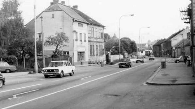 Husova ve Čtyřech Dvorech – pohled směrem k městu v roce 1986.