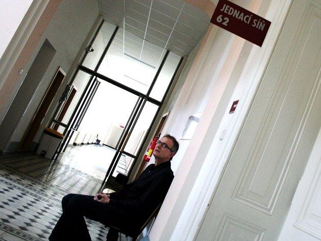 Jiří Zyta čelí obžalobě ze zpronevěry více než sedmi milionů korun z prodeje lukrativních pozemků ve Frymburku.