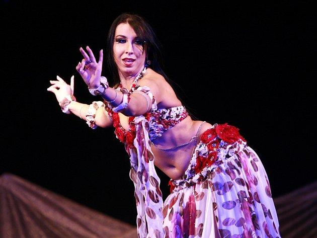 Kulturní centru Bazilika v Igy se 21. dubna změnilo v orientální tržiště s přehlídkou tradičních místních tanců. Akce nazvaná Al - súq 2012 pořádaná školou orientálního tance Samyah vyvrcholila večerní galashow s hlavní hvězdou večera Dailou-  pětinásobno