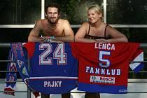 Oddaný fanoušek budějovického hokeje Pavel Vágner. Stejnou vášeň sdílí i jeho žena Lenka.