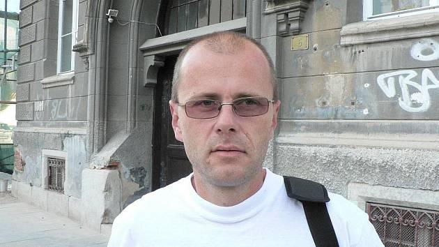 Pavel Šmíd, impresário několika pouličních umělců a divadel, sám příležitostný herec.