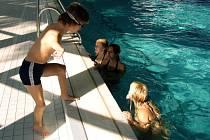Šestnáctiletý Arnošt Petráček se připravuje na vrchol sezony také v českobudějovickém bazénu.