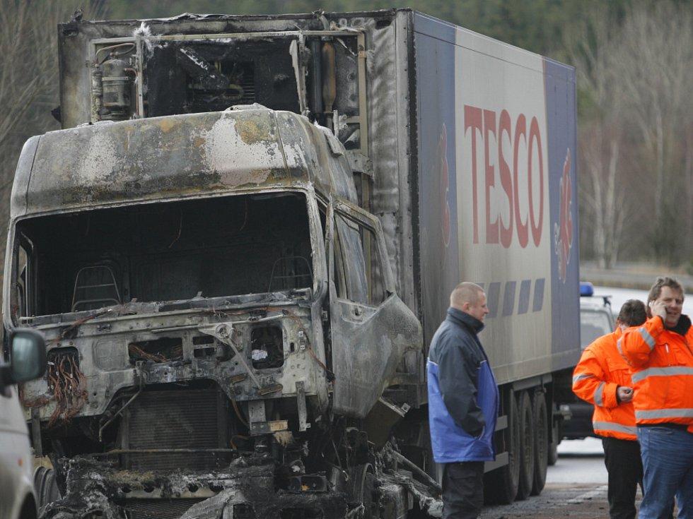 Požár kamionu OD Tesco.