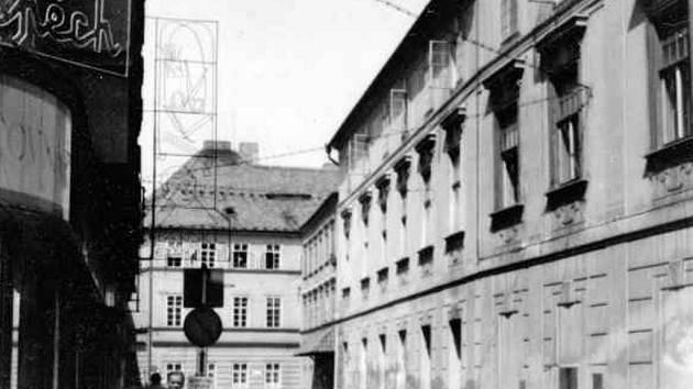 Radniční ulice od paláce Fénix k České ulici po roce 1970.