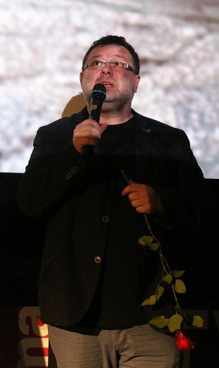 Thriller o Radovanu Krejčířovi nazvaný Gangster Ka uvedli v předpremiéře v českobudějovickém multikině jeho tvůrci. Na snímku reportér Jaroslav Kmenta.