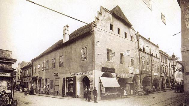 Krajinská, domy č. 15 až 19 od rohu Hroznové před rokem 1911