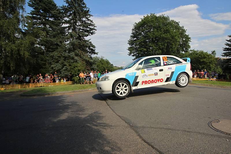 Václav Šejda s Jiřím Jevickým se chystají na rallysprint ve Fulneku.
