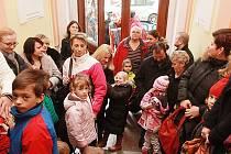 Tlačenice patří na řadě budějovických škol k zápisům do prvních tříd. Fronta až na ulici stála například v roce 2014 v Základní škole Matice školské.