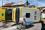 Nehoda osobního auta a sanitky v Českých Budějovicích 1. června 2021.