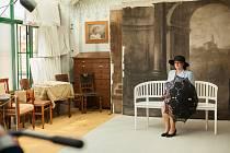 Museum Fotoateliér Seidel v Českém Krumlově Ivaně Zemanové učarovalo. V rámci prohlídky domu, který skrývá příběh o počátcích fotografie, se nechala zvěčnit před dobovým plátnem.